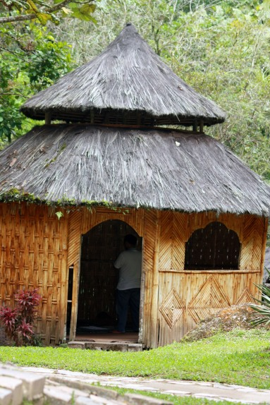 Mushola bundar dengan kubah kerucut, sebuah bangunan unik di area resort .